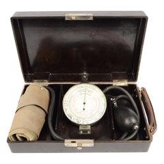 Vintage Medical Sphygmomanometer in its Original Bakelite Box, German 1930s