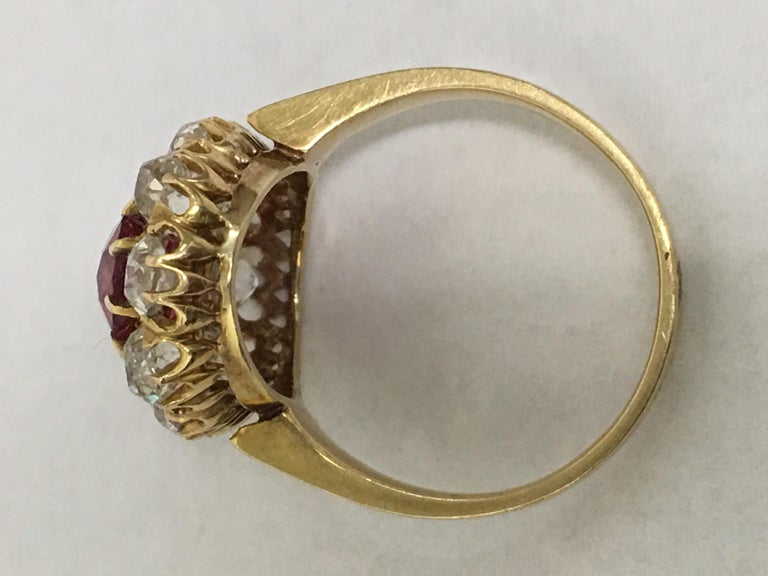 Spinal and Diamonds Antique Ring In Good Condition In Trumbull, CT