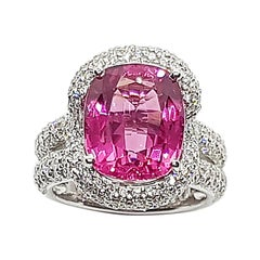 Spinel with Diamond Ring Set in 18 Karat White Gold Settings