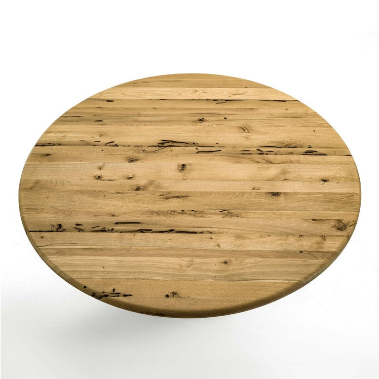 Dining table spirale with all structure in solid raw oak.