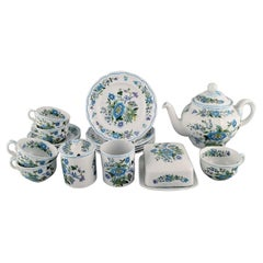 Spode, England, Mulberry Tea Service for Five People in Hand-Painted Porcelain