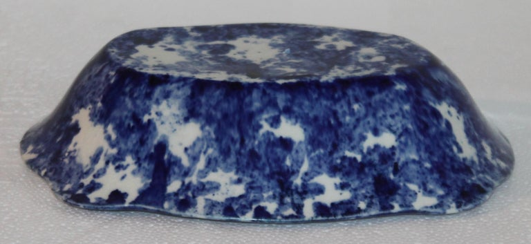 Sponge Ware Collection of 19th Century Single Platter and 4 Vegetable Bowls For Sale 3