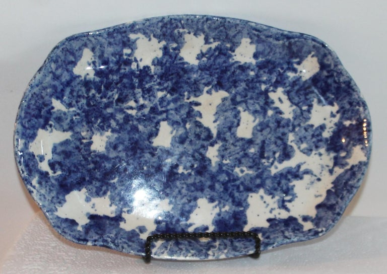 Country Sponge Ware Collection of 19th Century Single Platter and 4 Vegetable Bowls For Sale