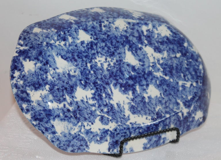 Pottery Sponge Ware Collection of 19th Century Single Platter and 4 Vegetable Bowls For Sale