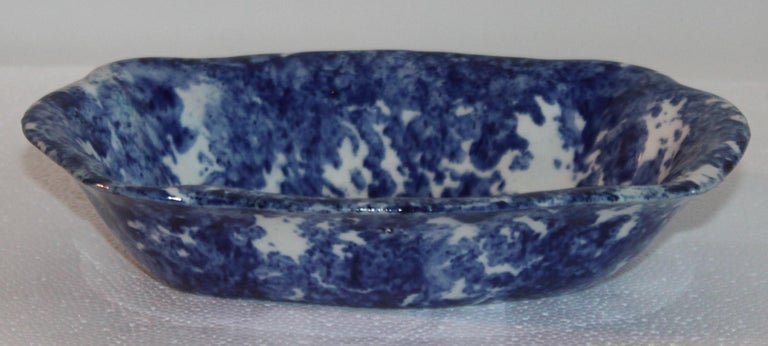 Sponge Ware Collection of 19th Century Single Platter and 4 Vegetable Bowls For Sale 2