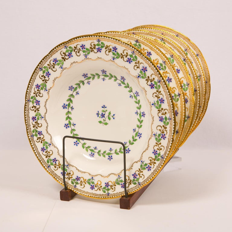 Sprig Decorated Set of Large Soup Dishes Made in England circa 1880 In Excellent Condition For Sale In Katonah, NY