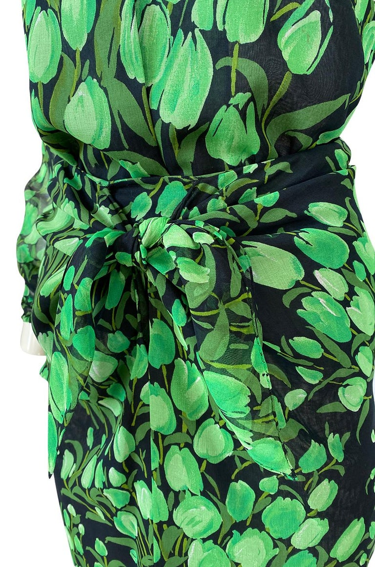 Spring 1972 Pauline Trigere Cotton Silk Voile Green Tulip Print Skirt & Top Set For Sale 6