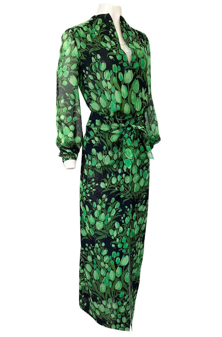 Spring 1972 Pauline Trigere Cotton Silk Voile Green Tulip Print Skirt & Top Set In Excellent Condition For Sale In Rockwood, ON