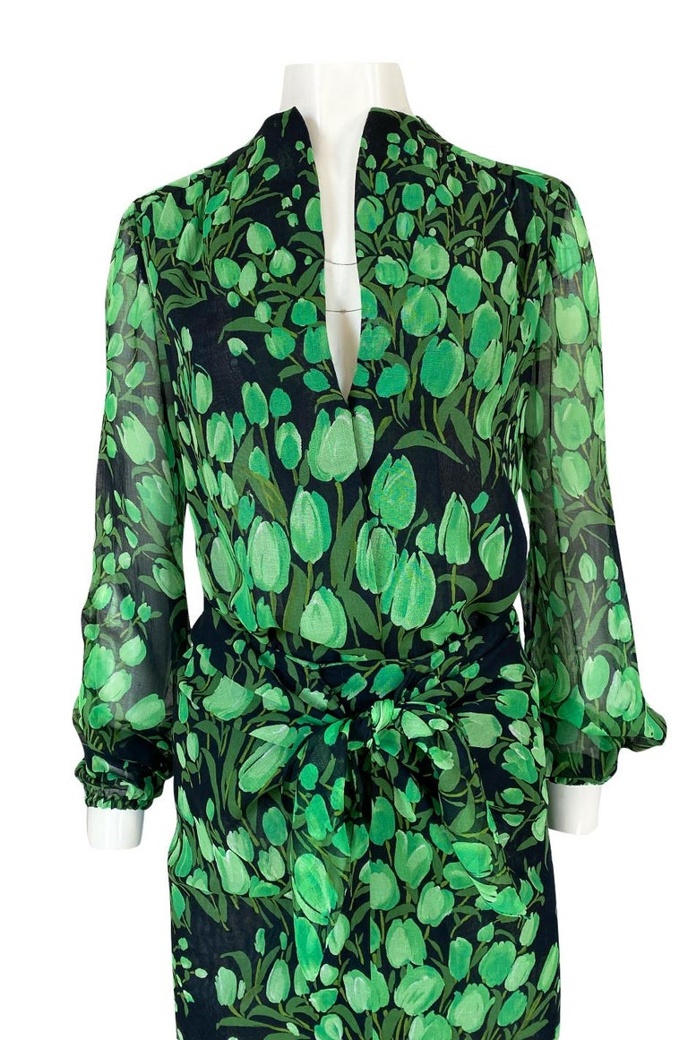 Spring 1972 Pauline Trigere Cotton Silk Voile Green Tulip Print Skirt & Top Set For Sale 2