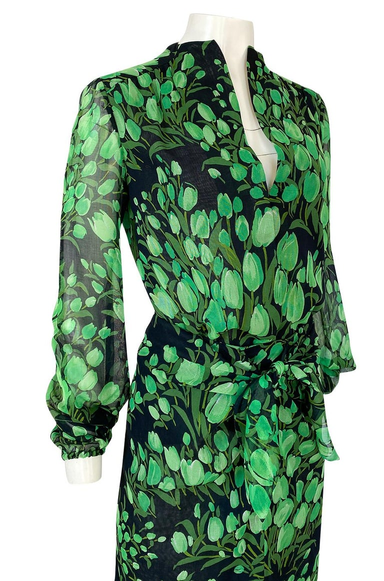 Spring 1972 Pauline Trigere Cotton Silk Voile Green Tulip Print Skirt & Top Set For Sale 4