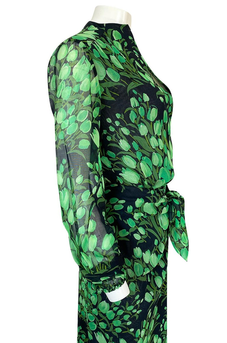Spring 1972 Pauline Trigere Cotton Silk Voile Green Tulip Print Skirt & Top Set For Sale 5