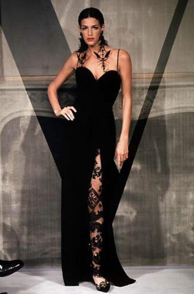 Spring 1998 Valentino Haute Couture Strapless Dress w Beaded & Sequin Inner Skir For Sale 10