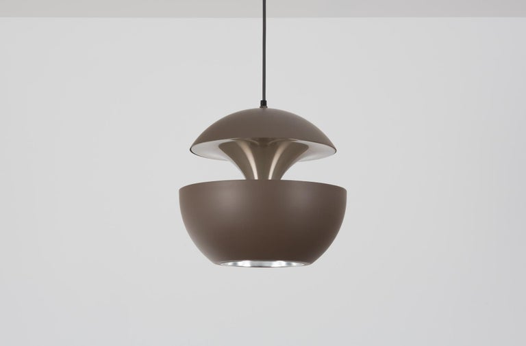 The French architect Bertrand Balas designed the Springfontein (also known as Fountain or Fontaine Jaillissante) for RAAK in the early 1970s.   RAAK manufactured two sizes: one has a diameter of 18cm and the other 35cm. This pendant is the larger