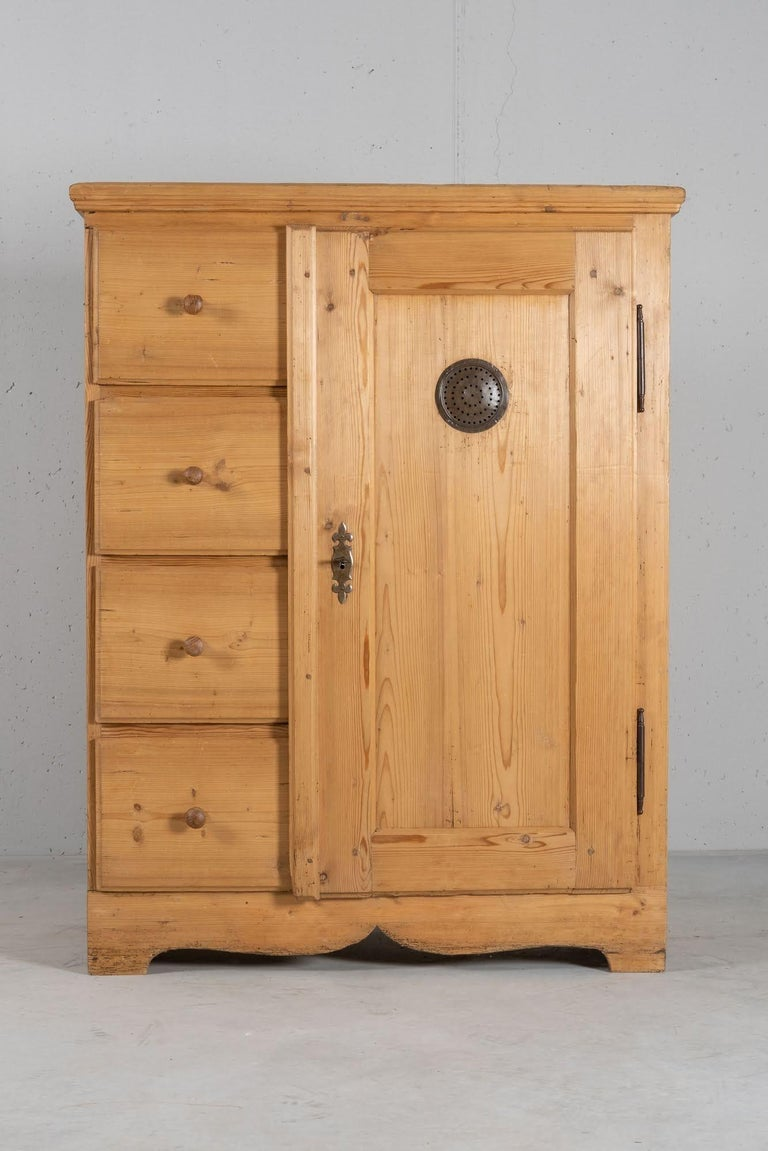 Two parts cupboard, with drawers and a door. Built in solid spruce, with the original hardware.