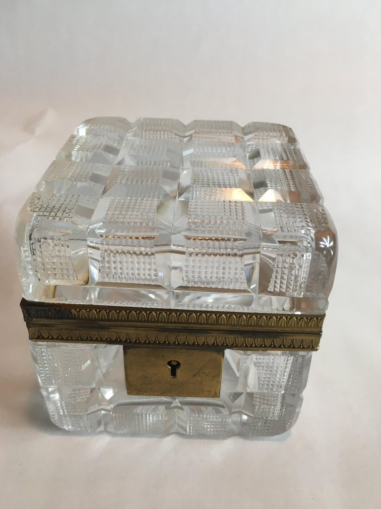 Square Cut Crystal Glass Box In Good Condition For Sale In Chicago, IL