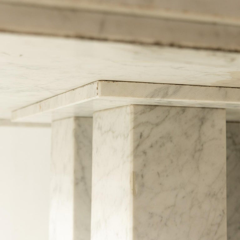 Square Italian Dining Table in Carrara Marble with Four Massive Columns In Good Condition For Sale In AMSTERDAM, NL