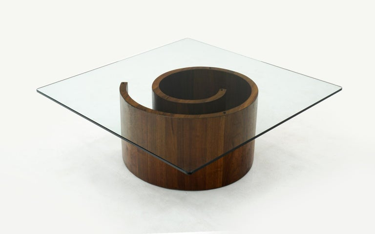 Snail coffee table designed by Vladimir Kagan. Completely original and in very good condition, ready to use. Square glass with soft corners. Beautiful example of this design.