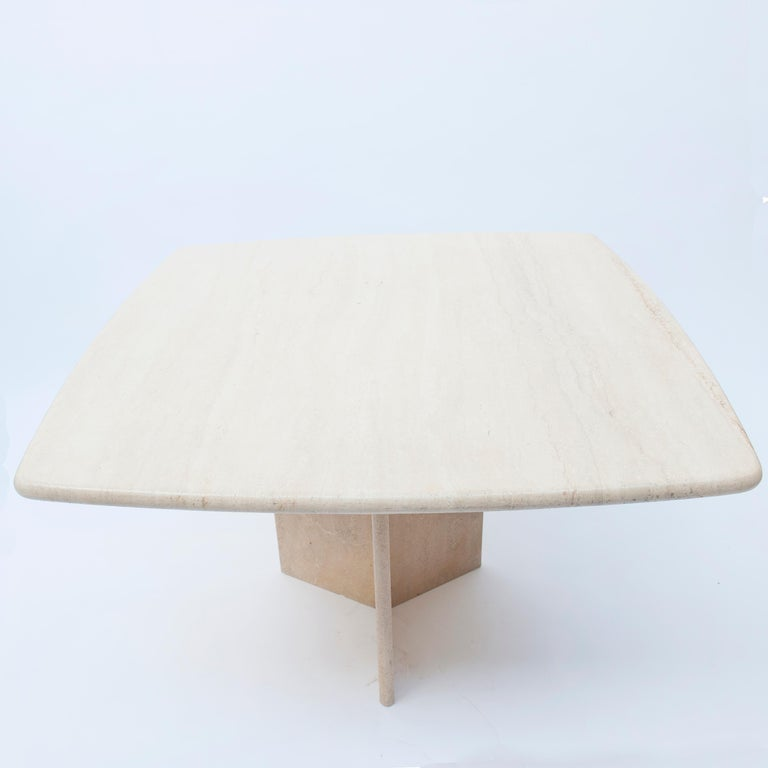 Very nice square travertine dining, dinette or cocktail table. The square top measures: 105 x 105 cm.