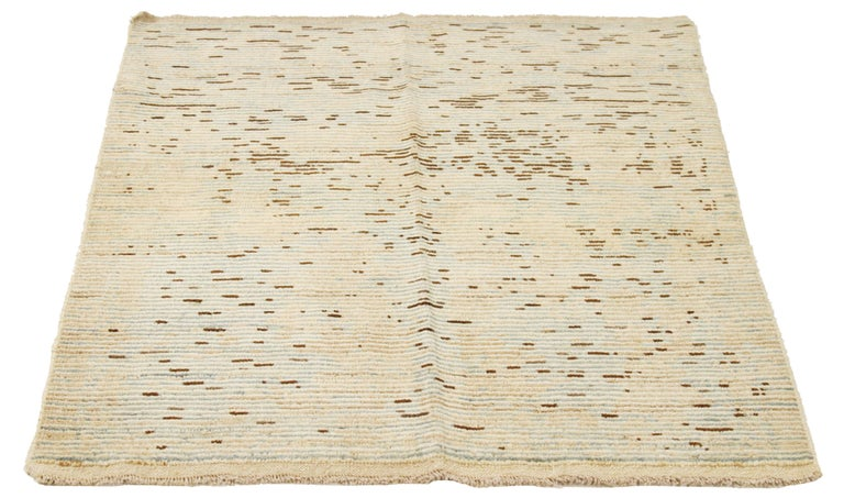 Contemporary handmade Turkish area rug from high-quality sheep's wool and colored with eco-friendly vegetable dyes that are proven safe for humans and pets alike. It's a modern design using Sultanabad weaving showcasing a regal ivory field with gray