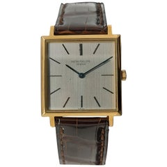 Square Vintage Patek Philippe 18 Karat Solid Gold from 1970, Ref. 3555