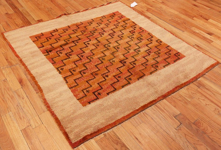 Scandinavian Swedish rug, Origin: Sweden, circa mid-20th century. Size: 5 ft 9 in x 5 ft 11 in (1.75 m x 1.8 m).