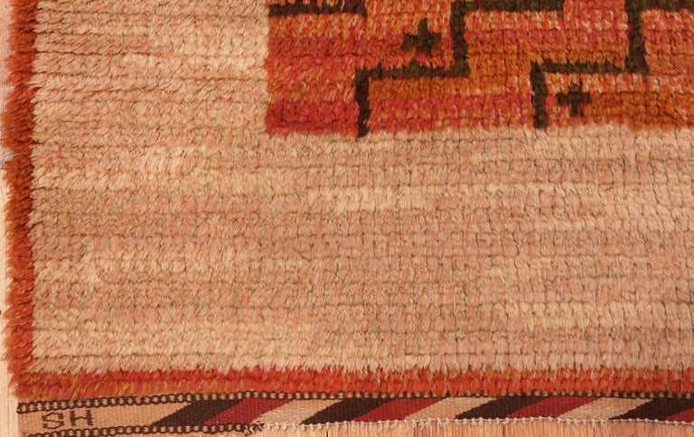 Square Vintage Swedish Scandinavian Rug. Size: 5 ft 9 in x 5 ft 11 in In Good Condition For Sale In New York, NY