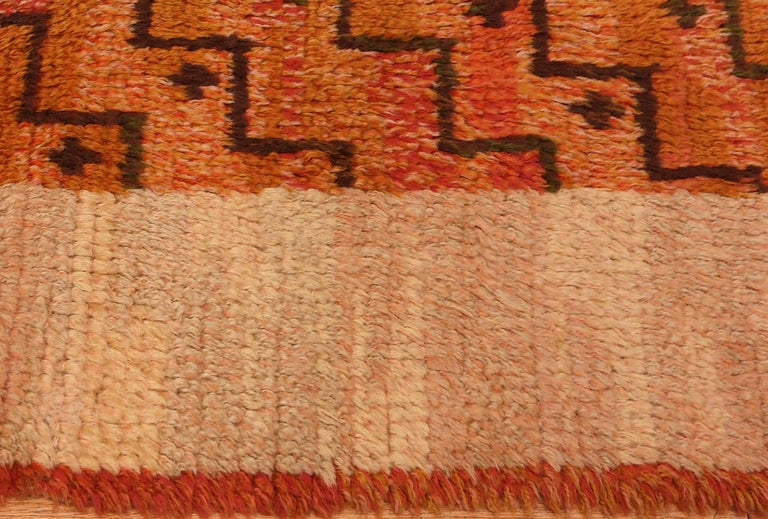 Wool Square Vintage Swedish Scandinavian Rug. Size: 5 ft 9 in x 5 ft 11 in For Sale