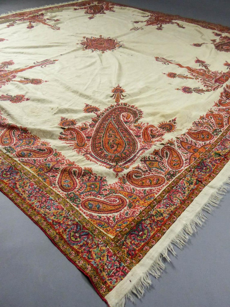 Squared Indian Embroidered Kashmir Shawl Circa 1870 In Fair Condition For Sale In Toulon, FR