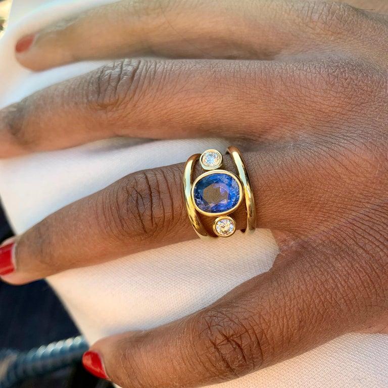 Sri Lankan Sapphire and White Diamond 3-Stone Ring For Sale 1