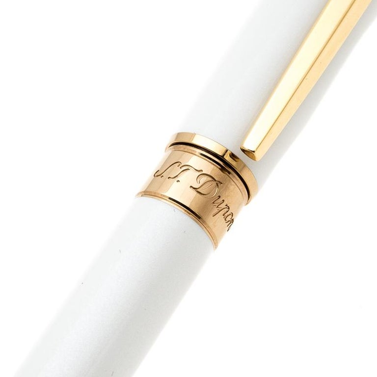 S.T. Dupont Line D Pearly White Lacquer Gold Plated Ballpoint Pen In Excellent Condition For Sale In Dubai, Al Qouz 2
