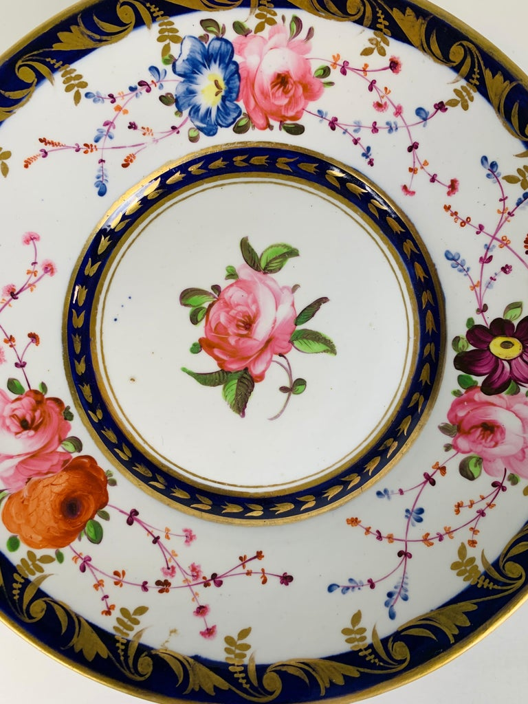 English Staffordshire Porcelain Dish Decorated with Roses Made in England, circa 1820 For Sale