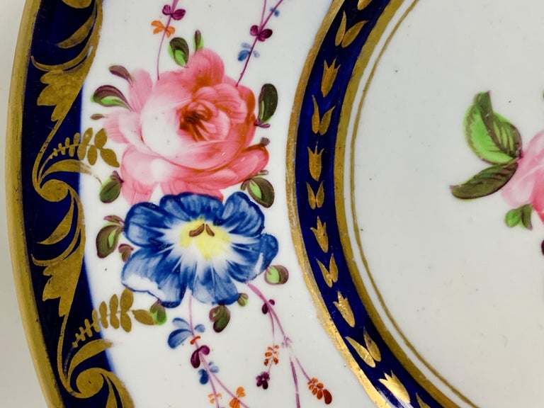 Hand-Painted Staffordshire Porcelain Dish Decorated with Roses Made in England, circa 1820 For Sale