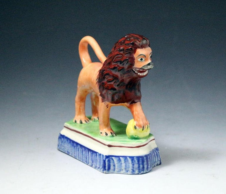 Staffordshire Pottery Figure of a Lion with a Pearlware Glaze Early 19th Century In Good Condition For Sale In Woodstock, OXFORDSHIRE