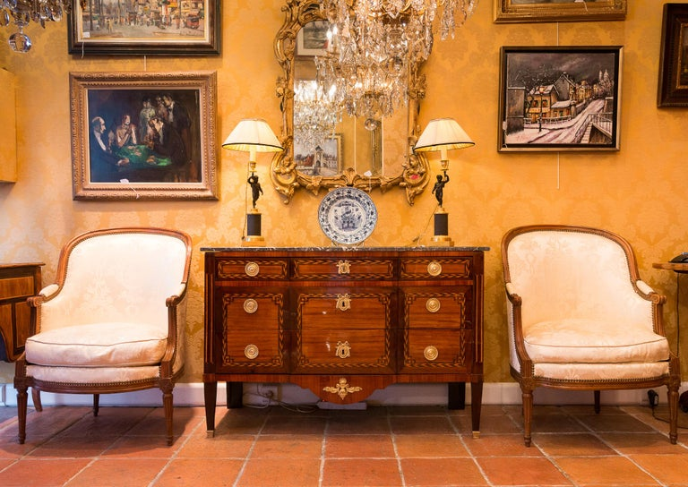 Stamped by Jean Caumont French Louis XVI period commode, circa 1775-1780.  A beautiful and decorative commode in precious veneer-wood (Satin, Amaranth, Boxwood, Ebene) with inlaid herringbone frames, opening with five drawers, simulated fluted