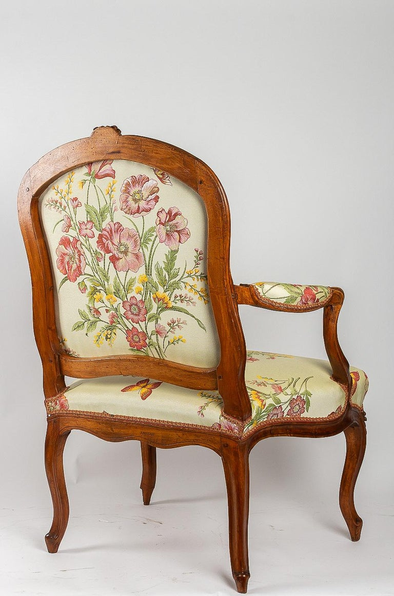 Stamped by Martin Jardin Pair of Large Louis XV Walnut Armchairs, circa 1760 For Sale 5