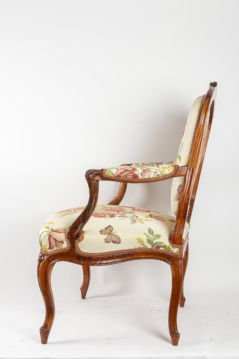 Stamped by Martin Jardin Pair of Large Louis XV Walnut Armchairs, circa 1760 For Sale 7