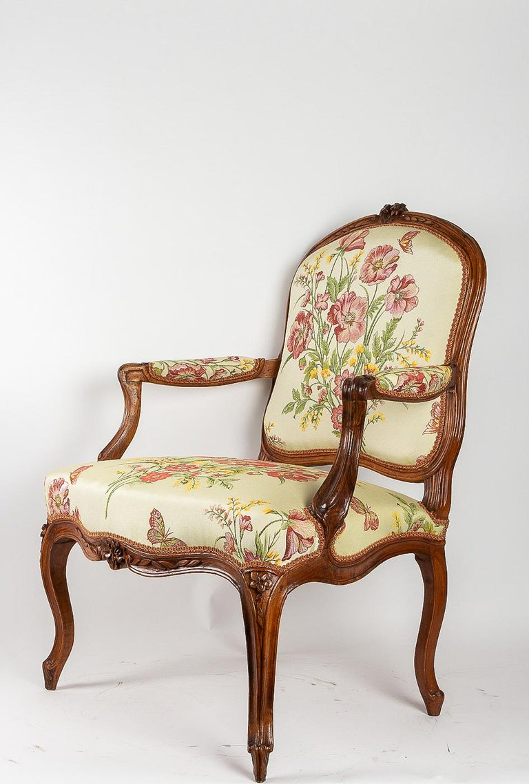 Stamped by Martin Jardin Pair of Large Louis XV Walnut Armchairs, circa 1760 For Sale 8