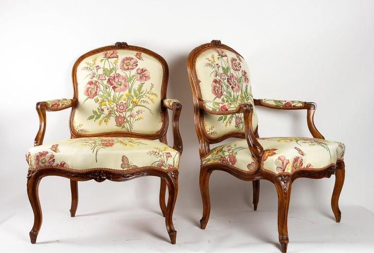 French Stamped by Martin Jardin Pair of Large Louis XV Walnut Armchairs, circa 1760 For Sale