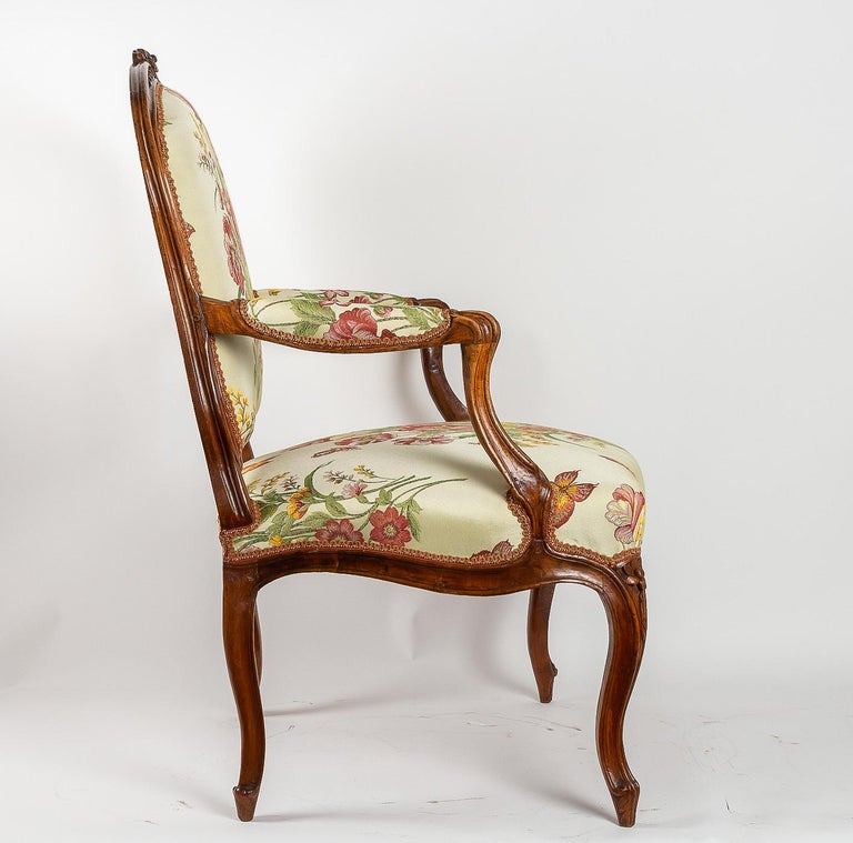 Stamped by Martin Jardin Pair of Large Louis XV Walnut Armchairs, circa 1760 For Sale 1