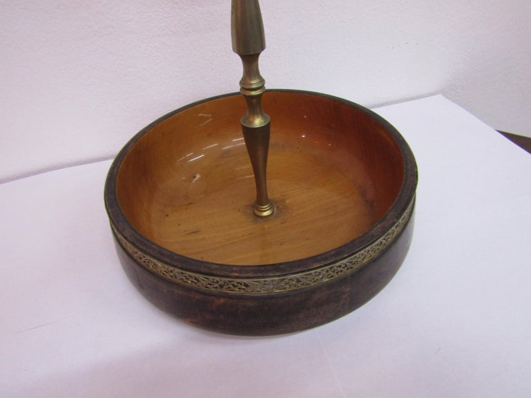 Bowl in parchment with brass handle created in Italy by Aldo Tura in midcentury In Good Condition For Sale In Palermo, Italia