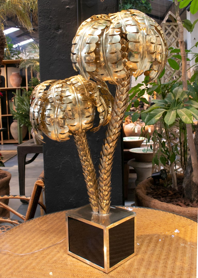 Standing Polished Golden Brass Twin Palm Lamp with a Square Base In Good Condition For Sale In Malaga, ES