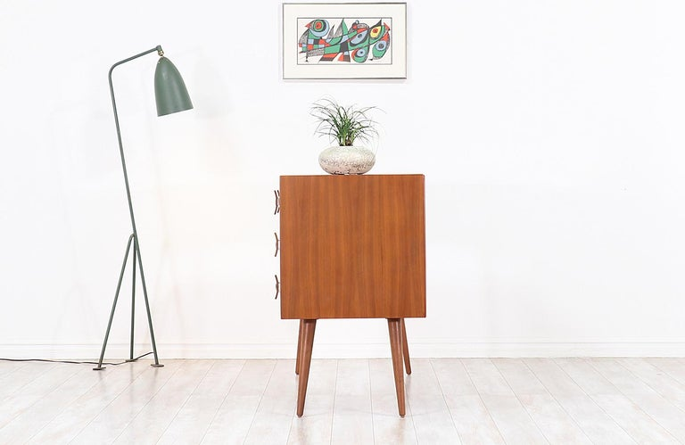 Stanley Young Lacquered and Walnut Writing Desk for Glenn of California In Excellent Condition For Sale In Los Angeles, CA