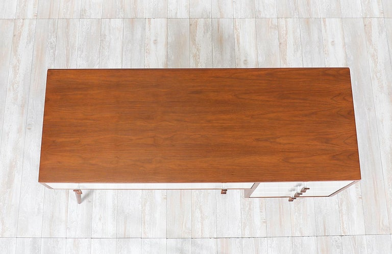 Stanley Young Lacquered and Walnut Writing Desk for Glenn of California For Sale 1