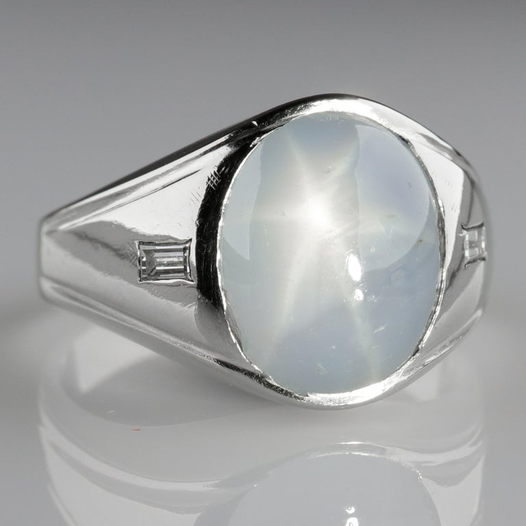 Women's or Men's Star Sapphire Ring with Diamonds Midcentury For Sale
