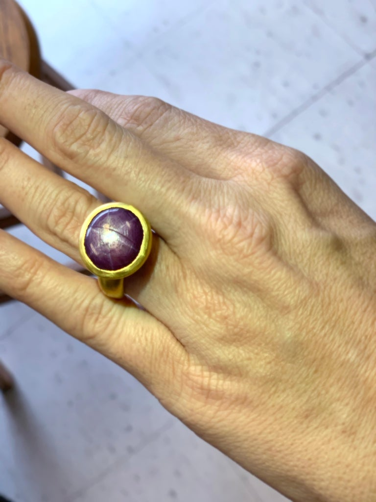 Oval Cut Star Sapphire/Ruby 22 Karat Yellow Gold Ring For Sale
