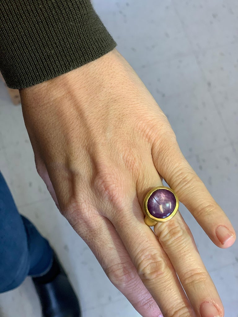 Women's Star Sapphire/Ruby 22 Karat Yellow Gold Ring For Sale