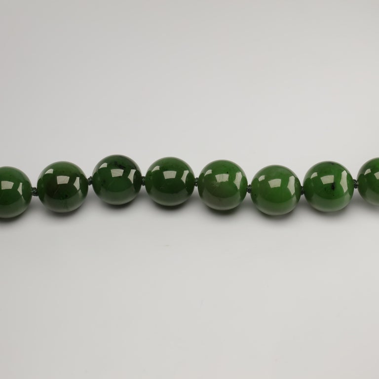 Statement Necklace of Jade, Gold and Diamonds For Sale 6