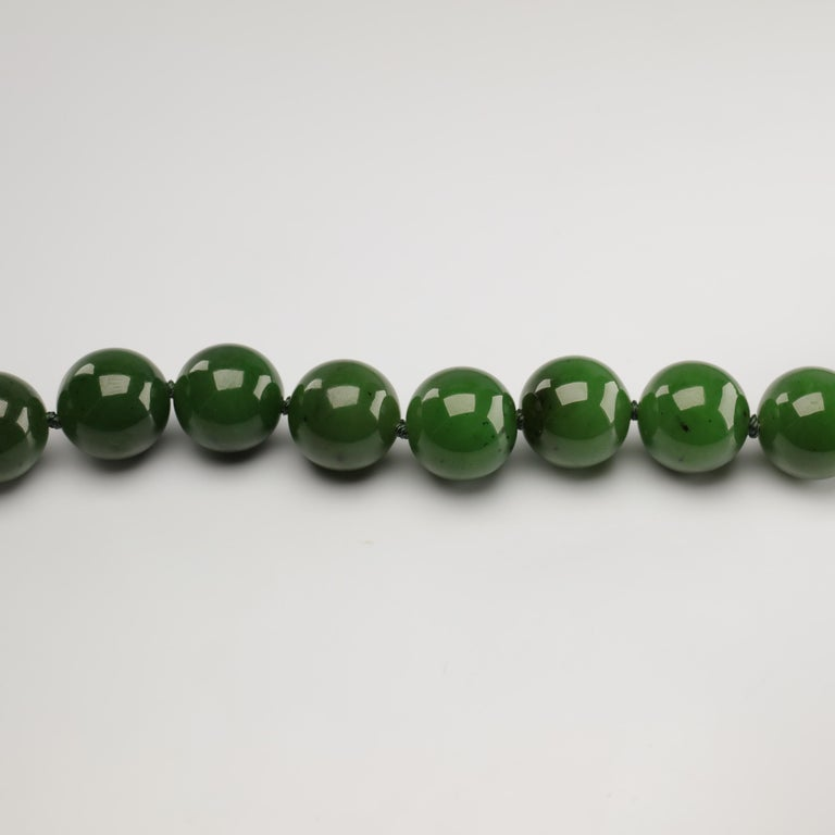Statement Necklace of Jade, Gold and Diamonds For Sale 7