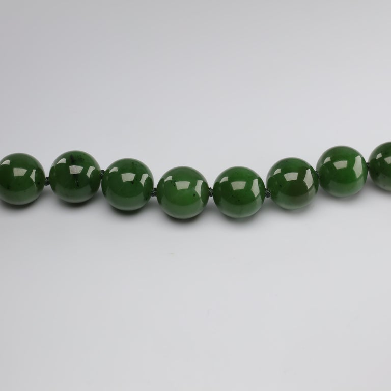 Statement Necklace of Jade, Gold and Diamonds For Sale 8