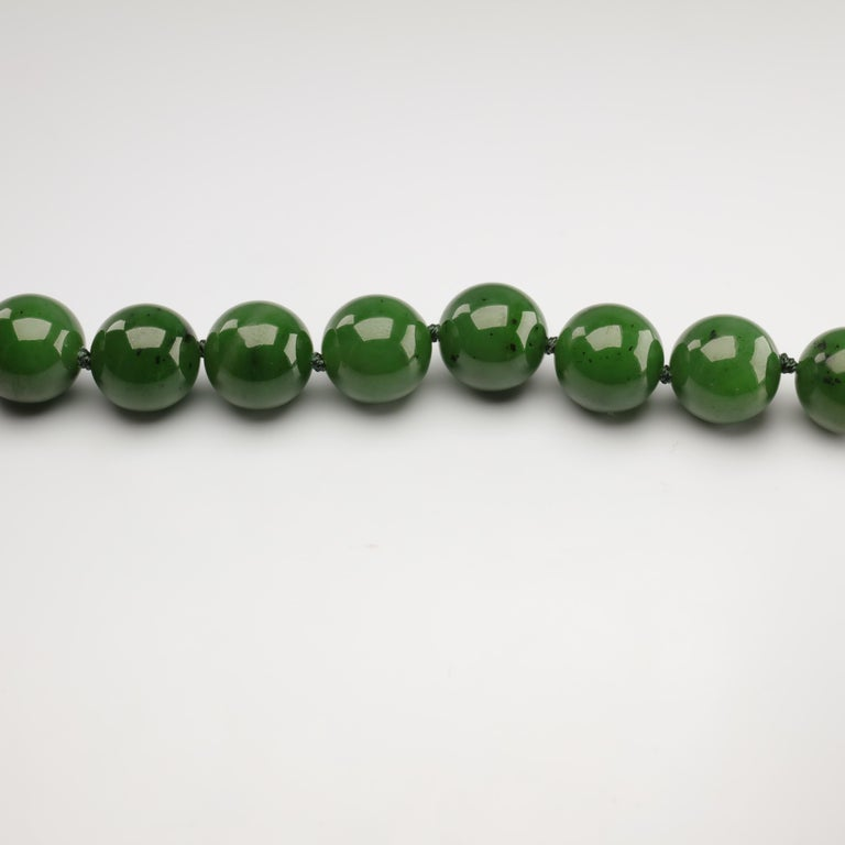 Statement Necklace of Jade, Gold and Diamonds For Sale 9